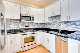 Black Shaker Kitchen Cabinets by Kitchen White Shaker Cabinets With Black Countertops Eiforces