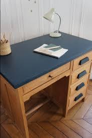 bureau comptable bureau de comptable vintage et sa chaise petit toit