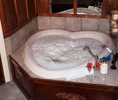 Hotels With Bathtubs Guest Rooms Queen Heart Shaped Jacuzzi Gables Inn Bed And