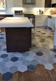 cuisine et parquet mélange parquet carrelage un revêtement de sol à ne pas manquer