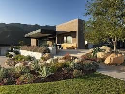 modern house landscape design for splash delight