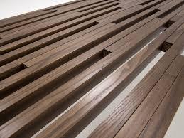 rivestimento listelli legno tavolino a ponte in legno grover homeplaneur