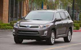 nissan pathfinder vs toyota highlander 2013 vs 2014 toyota highlander styling showdown truck trend