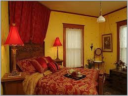 What Colors Go With Yellow Yellow Walls What Color Curtains Shenra Com