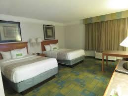 la quinta 2 bedroom suites my room with 2 double queen size beds picture of la quinta inn