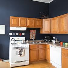 what wall color looks with oak cabinets this is how to deal with honey oak cabinets paint the walls