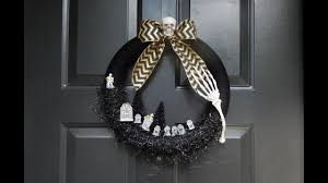 Diy Halloween Skeleton by Diy Halloween Skeleton Graveyard Wreath In Black How To Make