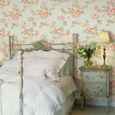 schlafzimmer tapeten gestalten tapeten landhausstil frische ideen wie sie die wände verkleiden