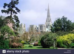 architektur reisen chichester kathedrale sussex bischöfe palastgärten uk