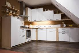 küche in dachschräge viel stauraum trotz dachschräge