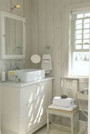 Seashell Bathroom Decor Ideas by Best 25 Small Cottage Bathrooms Ideas On Pinterest Small