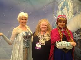 anna elsa disney frozen greeting guests magic kingdom