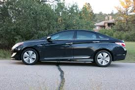 hyundai sonata hybrid mpg 2013 2013 hyundai sonata hybrid our review cars com