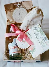 Welcome Baskets For Wedding Guests The Top 10 Ways To Wow Your Wedding Guests Fizara