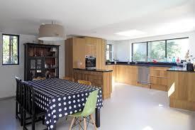 cuisine bois plan de travail noir doublement de surface par une extension en bois galerie photos d