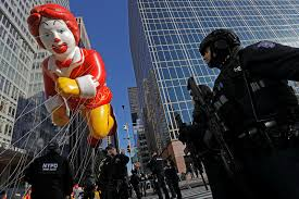 macy s thanksgiving day parade draws crowd in new york news