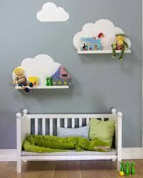 comment décorer la chambre de bébé comment décorer le mur avec une étagère murale étagères en