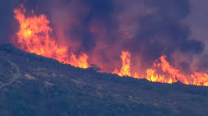 California Wildfire Dateline by New California Wildfire Evacuates 1 000 More Homes Nbc News