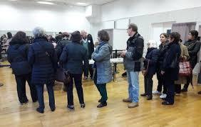 bureau de vote neuilly sur seine dans un bureau de neuilly ici sarkozy est soit très aimé soit