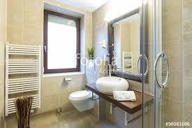 komplettes badezimmer komplettes badezimmer stockfotos und lizenzfreie bilder auf