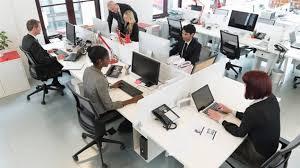 travail dans un bureau les canadiens heureux au travail selon un sondage ici radio