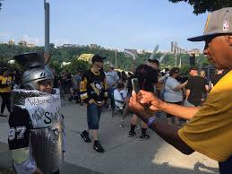 penguins u0027 stanley cup parade 2017 photos hundreds of thousands
