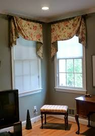 double ways of corner window treatments consisting white window