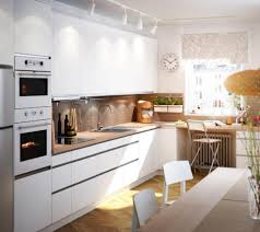 roomido küche uncategorized weie einbaukche und essbereich im natrlichen look