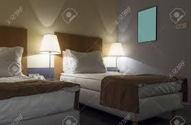 chambre d hotel de luxe chambre d hôtel de luxe avec lits doubles banque d images et photos