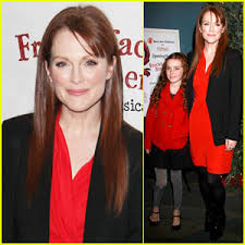 Julianne Moore Apartment - julianne moore u0027freckleface strawberry the musical u0027 bart
