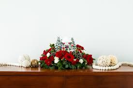 behind the scenes of thomas kinkade u0027s christmas centerpiece