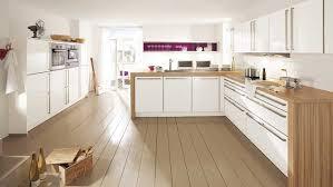 cuisine en naturelle cuisine bois plan de travail blanc