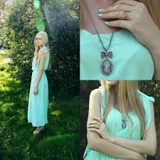 anastasia bakay oasap dress accessories necklace forest green