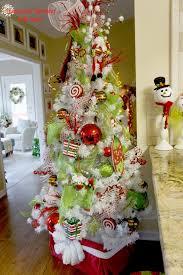 estilos de temáticas de árboles de navidad blancos para decorar