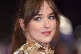 how to get dakota johnsons hairstyle dakota johnson ditched her fifty shades darker look for bright