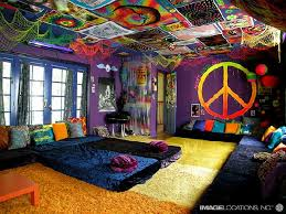 Glamour Beach House Design With Colorful Wall Floor And Furniture - Colorful bedroom