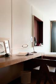 Canape Le Corbusier Alessandro Mendini Rethinks Le Corbusier U0027s Apartment In Cité