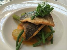 comment cuisiner barracuda pan fried sea bass with garlic potatoes and butternut squash puree
