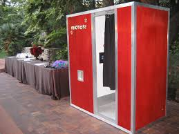rent a photo booth what makes photo booth rental wedding photography