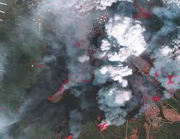 Canada Wildfires by Thousands More Flee Fast Spreading Wildfire In Canada The New