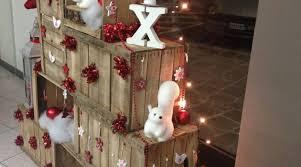cassette natalizie allestimento di natale albero con cassette di legno vita a colory