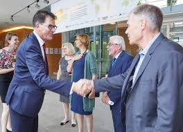 Haba Bad Rodach Bundesminister Dr Gerd Müller Besucht Die Haba Firmenfamilie Dr