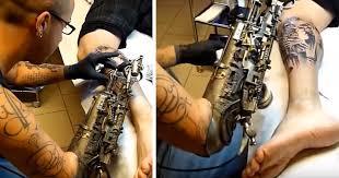 tattoo artist who lost his arm gets world u0027s first tattoo machine