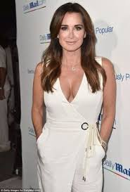 does kyle richards wear hair extensions kim richards photos photos celebrities dine out at mr chow mr