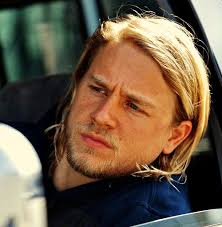 how to get the jax teller hair look 279 best charlie hunnam images on pinterest charlie hunnam