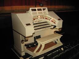 the famous wurlitzer organ at the orpheum theater on broadway