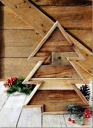 Diy Outdoor Wooden Christmas Decorations by Pallet Wood Christmas Tree And A Linky Party Thistlewood Farm