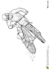 Cette personne accélère à fond son motocross dessin à colorier