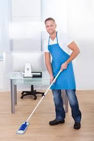 sexe au bureau femme de ménage pour bureau laveur et lavage de vitre ou de carreaux