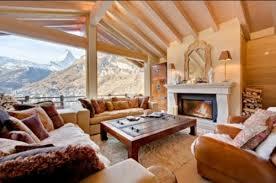 canape montagne salle de séjour chalet interieur montagne retro volige chevron